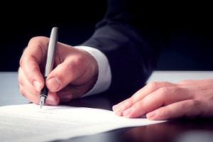 Eine titulierte Forderung können Gläubiger z. B. im gerichtlichen Mahnverfahren erwirken.