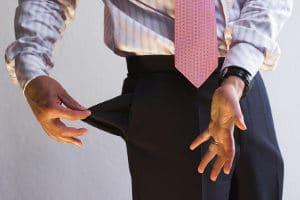 Wenn Sie während der Insolvenz Geld verschwenden, droht die Versagung der Restschuldbefreiung. Vermeiden Sie neue Schulden.