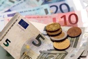 Als Voraussetzung für die Privatinsolvenz muss die Bezahlung der Verfahrenskosten geklärt sein.