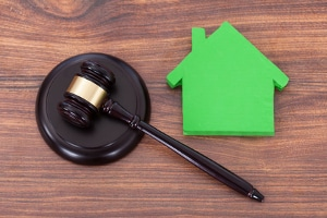 Wie funktioniert eine Zwangsversteigerung bei einem Haus?
