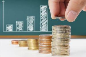 Bevor Sie bei einer Zwangsversteigerung mitbieten, sollten Sie Ihren Finanzplan mit der Bank geklärt haben.