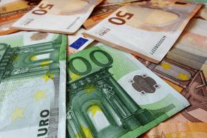 Sobald bspw. Gläubiger eine Zwangsvollstreckung einleiten, entstehen Kosten, die später beim Schuldner eingetrieben werden.